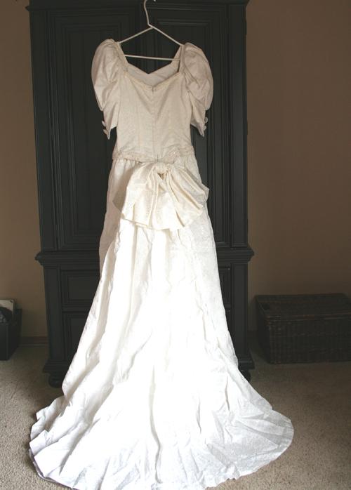 Weddingdressback